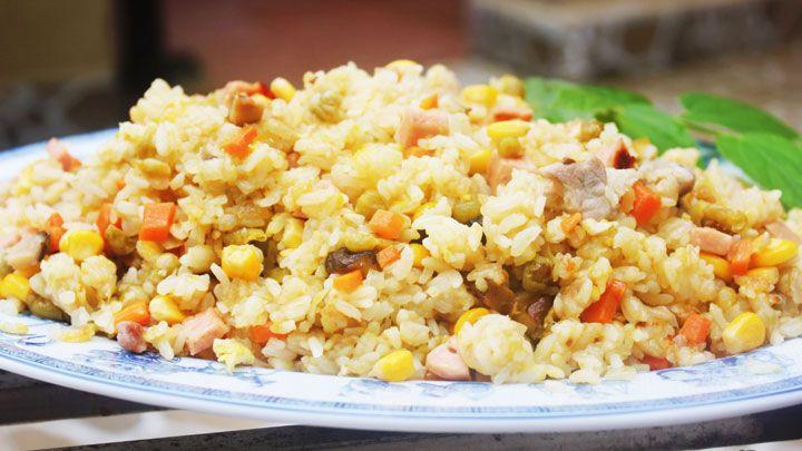 Cách làm cơm chiên Dương Châu đơn giản tại nhà