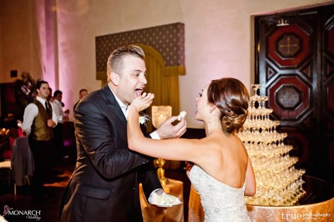 Gatsby-Prado-at-balboa-park-wedding-wedding-cake-cutting