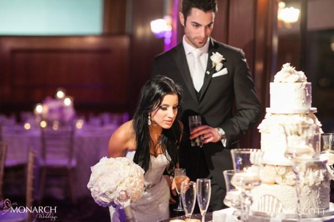 couple-wedding-cake-hotel-del-wedding-san-diego-wedding-planner