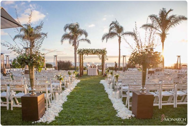 Hotel-Del-Windsor-Lawn-Wedding-Round-Seating-Sunset-Ceremony