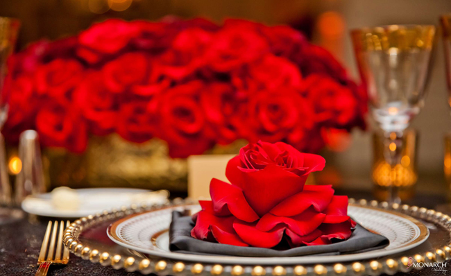 Refluxed-red-rose-place-setting-sweetheart-table-Us-Grant-Hotel-Wedding