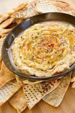 Hummus aux oignons caramélisés
