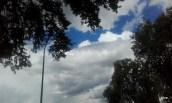 nuages blancs et denses