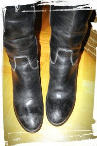 Bottes ou chaussures noires en cuir sales à nettoyer monblabladefille.com