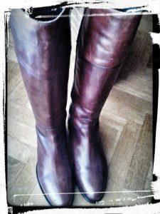 photo bottes en cuire bien droite avec astuce du magasine roulé monblabladefille.com