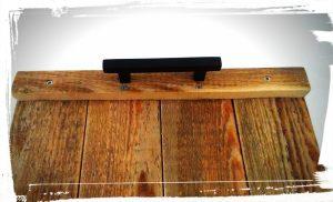 Assemblage des planches de palette de récupération pour la réalisation d'un plateau avec poignet pour petit-déjeuner