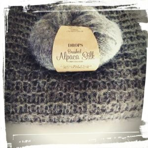 Pull doudou fait main hand made gris laine drops alpaca monblabladefille.com