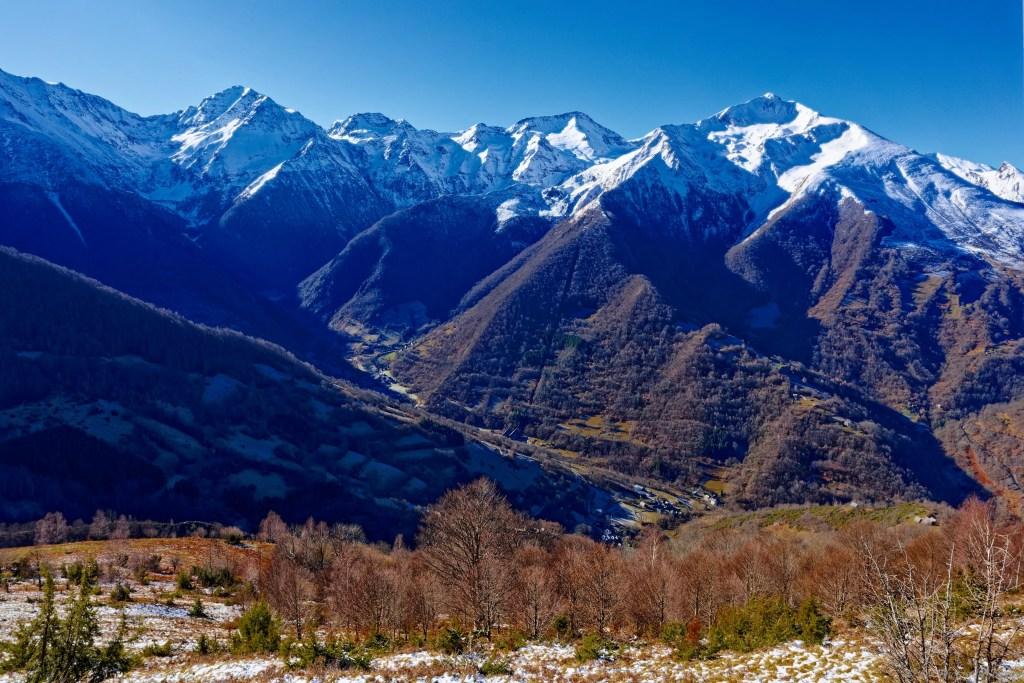 Avant d'arriver au col des Cassaings, vue sur la vallée avec Eyl
