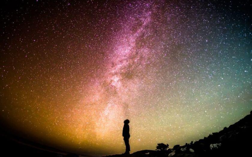 humilité , une qualité si précieuse ! Comment ne pas se sentir humble devant le spectacle d'un ciel étoilé sans nuages ?