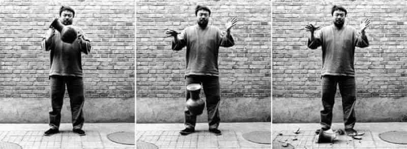 Petit guide : Ai Weiwei (chinois : 艾未未), né le 28 août 1957 à Pékin, est un des artistes majeurs de la scène artistique indépendante chinoise, à la fois sculpteur, performer, photographe, architecte, commissaire d'exposition et blogueur.