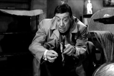 L'Homme à l'imperméable de Julien Duvivier (1957) avec Fernandel, Bernard Blier, Jacques Duby, Jean Rigaux