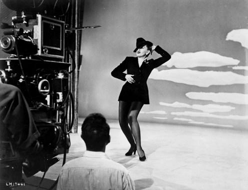 "SUMMER STOCK (La Jolie Fermière) – Charles Walters 1950 – Judy Garland - ""Get Happy"", on set"