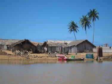 Balade fluviale à Grand-Lahou