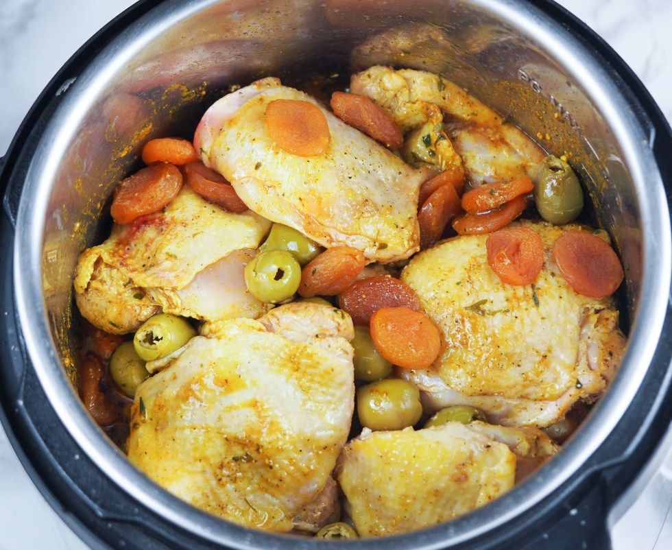 layered chicken thighs with olives and apricots in instant pot