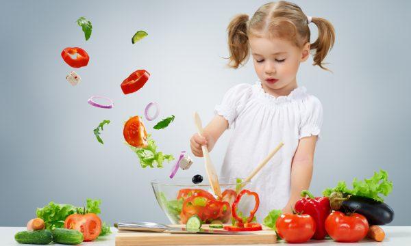 أنواع الطعام التي ينبغي تقديمها للطفل