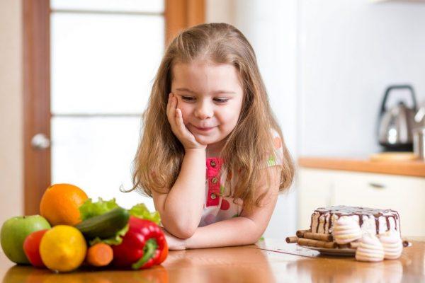 أهم الأغذية التي تحافظ على صحة قلب الطفل