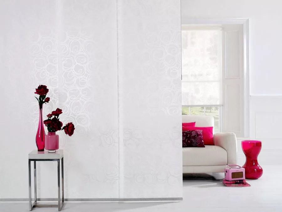 Le nostre tende oscuranti moderne sono perfette per uffici, mentre le più classiche sono l'ideale per il soggiorno e per la camera da letto. 111 Esempi Di Tende A Pannello Moderne Per Interni Mondodesign It