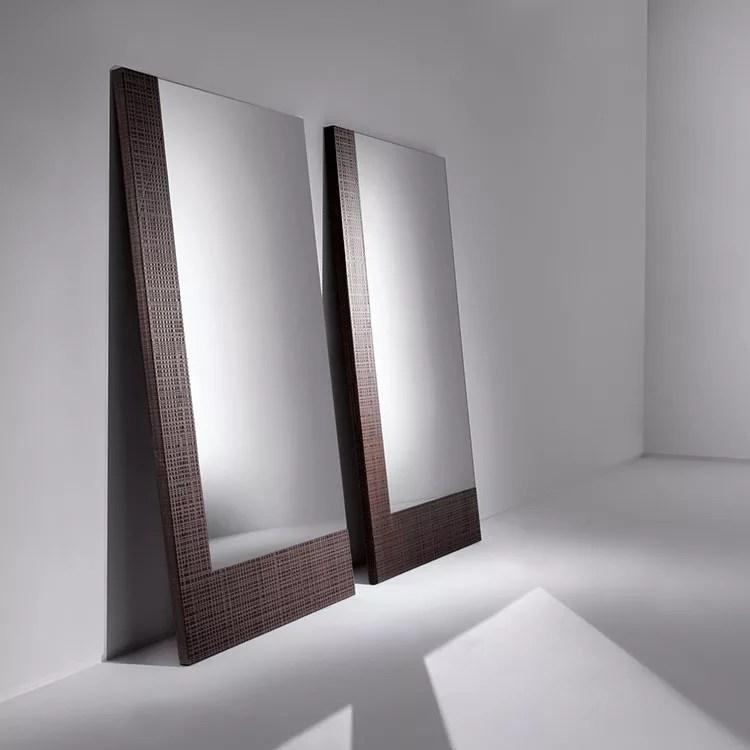 Specchio, specchiera rettangolare da terra, con cornice di finitura colore nero anticato, shabby. Specchi Da Terra Dal Design Moderno E Particolare Mondodesign It