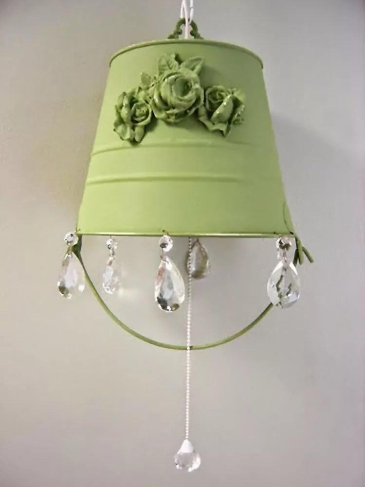 Lo stile shabby chic crea lampade e lampadari da materiali semplici come carta, stoffa, barattoli della nonna o perfino vecchie gabbie per. Paralume Fai Da Te 30 Idee Con Tutorial Semplici E Originali Mondodesign It