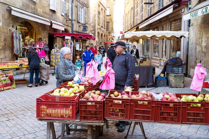 sarlat-food-market-dordogne-france-2