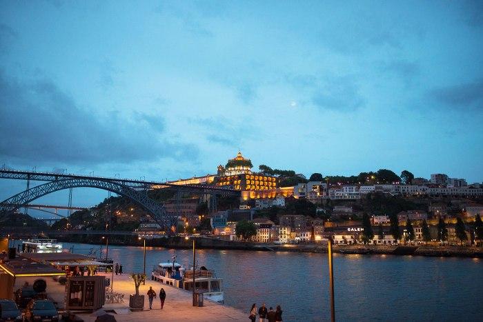 douro-river-porto-portugal-by-night