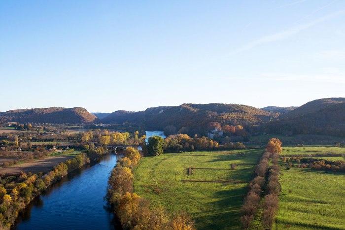 view-chateau-de-beynac-dordogne