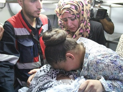 13-year-old Ahmad Sharaka mourned by his family. Israeli forces killed Sharaka during clashes south of al-Bireh in Ramallah district on October 11, medics said. (Photo: Al-Wattan)