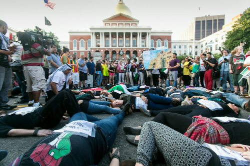 Hundreds of people supporting Palestinians marched to the Massachusetts State House, July 22, 2014.  (Photo: Marilyn Humphries)