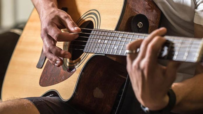 The complete 2021 package for beginners to experts in guitar lessons is on sale.