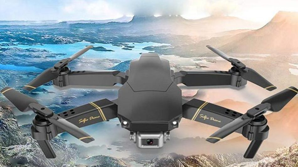 Capture amazing shots with this drone's 360° roll and flip technology.