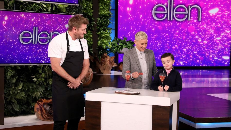 Watch the 'Shirley Temple King' ruthlessly rate drinks made by celebrity chefs on 'Ellen'