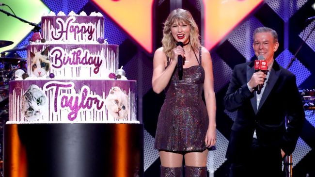 Taylor Swift's cat birthday cakes are both cute and concerning