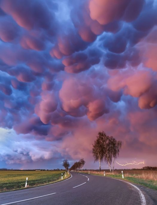 Spectacularly beautiful weather photos will remind you what the outdoors looks like 10
