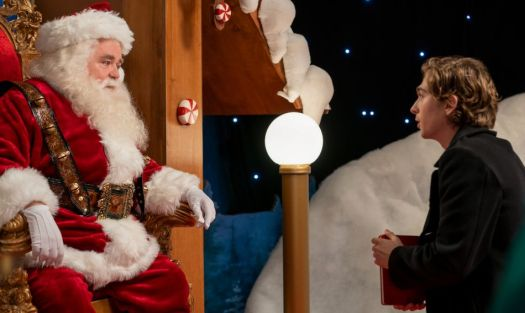Dash (Austin Abrams) has to appeal to Santa as part of a series of escalating dares in the Netflix series