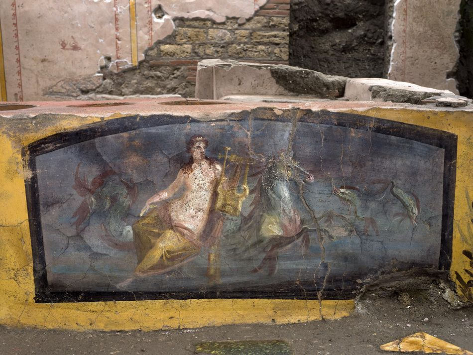 Photos surface of a beautifully preserved ancient Roman fast food stand in Pompeii