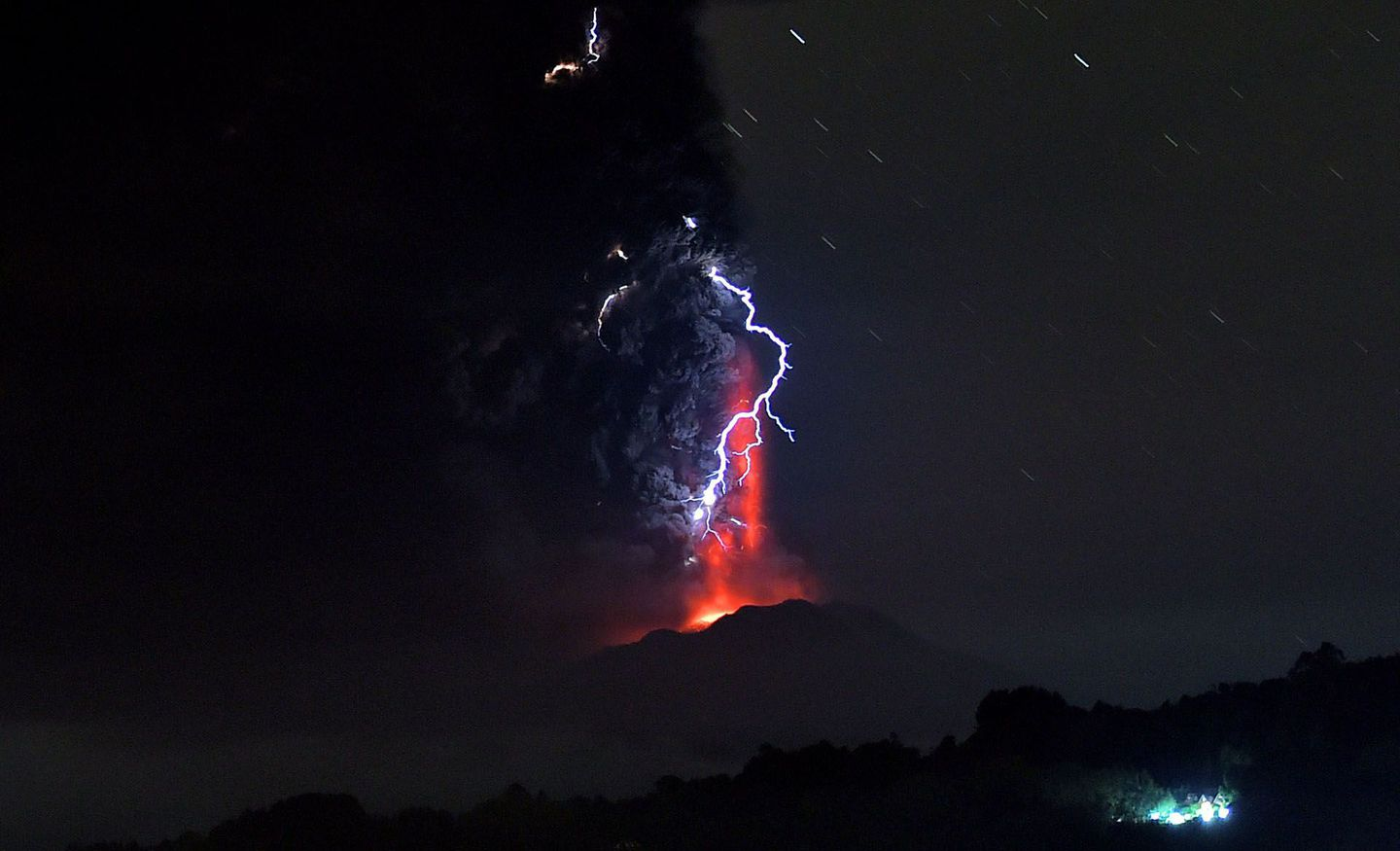 Erupting volcano puts on a dazzling lightning display in Chile