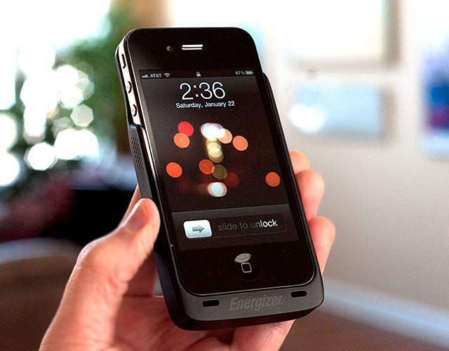 HANDS ON: Wireless Charger for iPhone 4 [PICS & VIDEO]