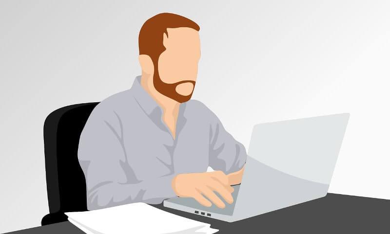 パソコンで審査を行っている男性のイラスト