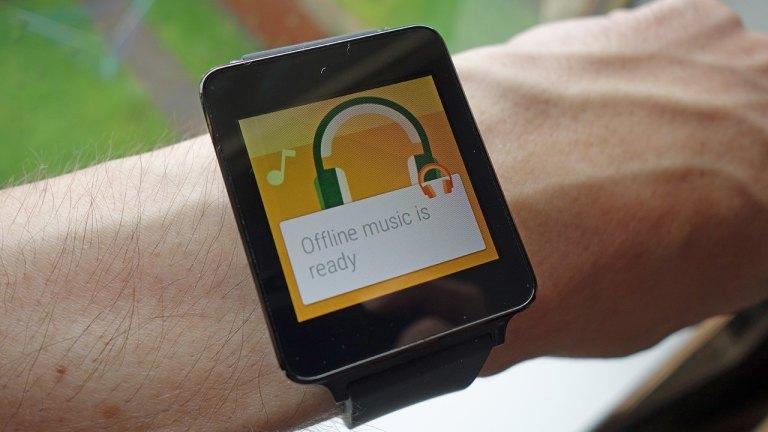 Как воспроизводить музыку на умных часах с помощью Android Wear