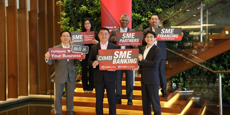 Victor Lee Meng Teck, CEO, Group Commercial Banking, CIMB Group (front, centre); Ahmad Shazli Kamarulzaman, Deputy CEO, Group Commercial Banking, CIMB Group (front, right); Yew Teik Beng, Head, Business Banking Malaysia, Group Commercial Banking (front, left); (2nd row L-R) Alice Wong, Head, Regional Digital & Ecosystem, Group Commercial Banking; KJ Balan, Head, SME Banking Malaysia, Group Commercial Banking; and Tan Guan Leong, Head, Medium Enterprise Malaysia, Group Commercial Banking introducing CIMB's refreshed SME business proposition in conjunction with Bank Negara Malaysia's SME Month.