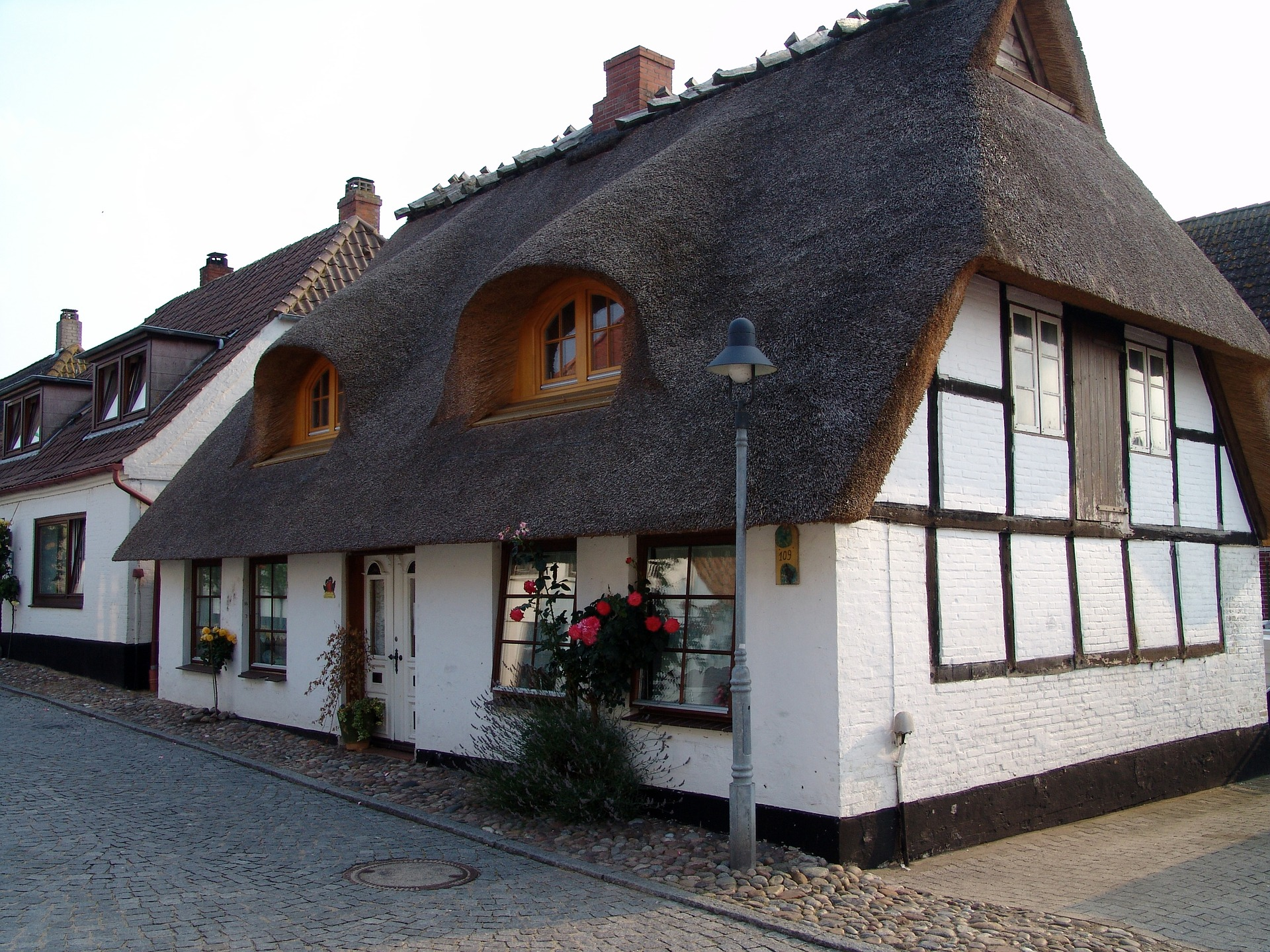 Are Thatched Roofs Expensive To Replace