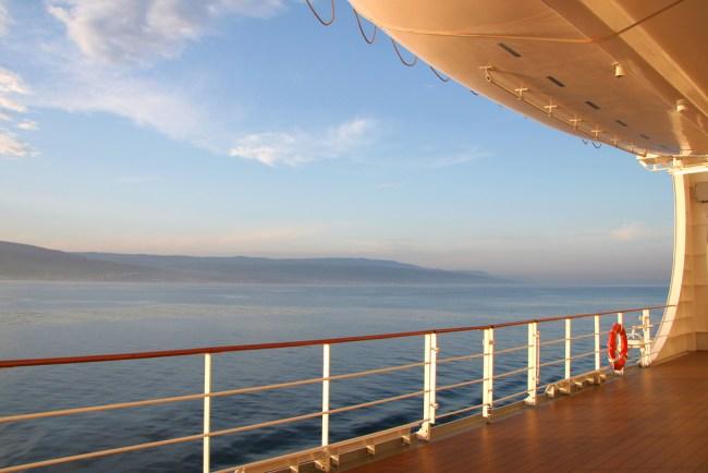 Find cruise ship jobs