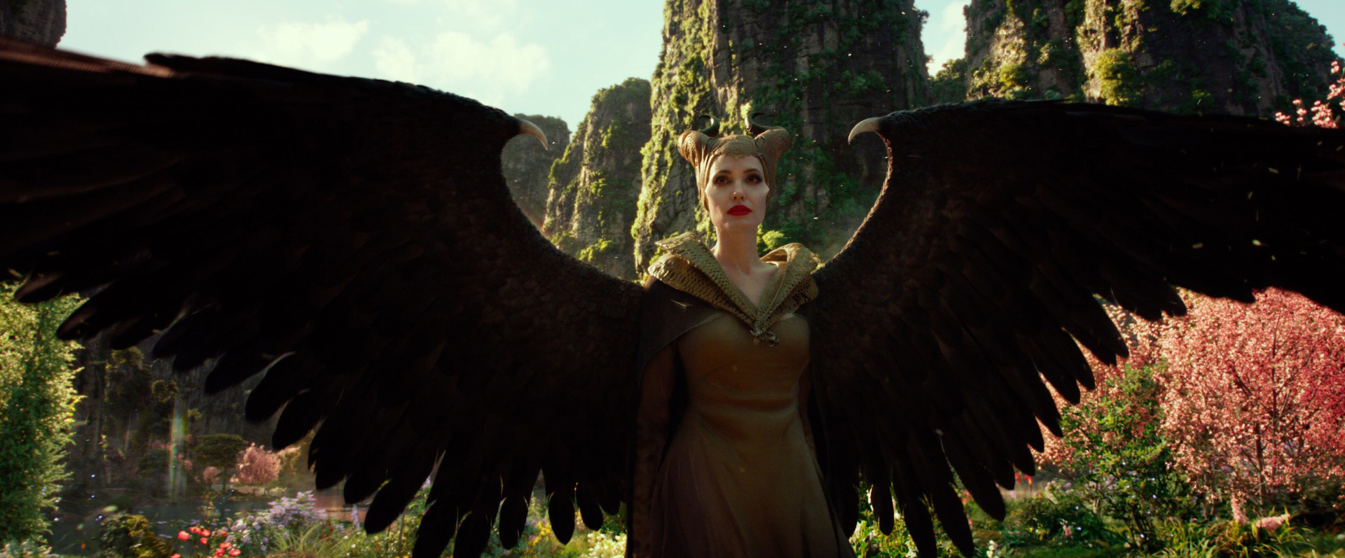 A Magnificent Look At Maleficent Mistress Of Evil Official