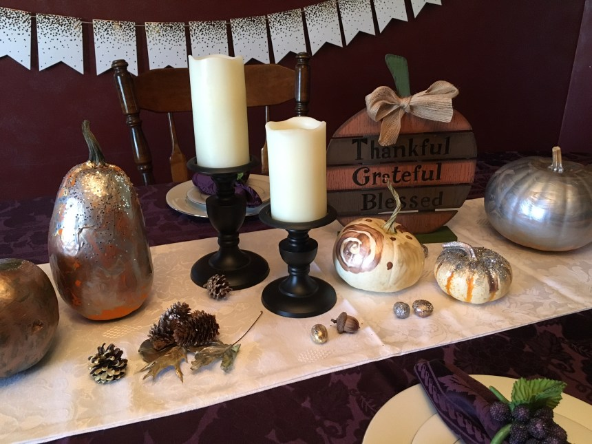 Thanksgiving Tablescape // Make your own painted pumpkins for Halloween or Thanksgiving... such a fun craft for fall! #pumpkin #paintedpumpkin #glitterpumpkin #homedecor #falldecorations #thanksgiving #halloween #autumn