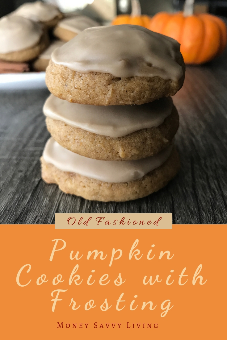 If you love pumpkin spice, you are going to want to try these Old Fashioned Pumpkin Cookies with Maple Frosting! So delicious! All of your favorite fall flavors in one bite! #pumpkin #cookies #frosting #maplefrosting