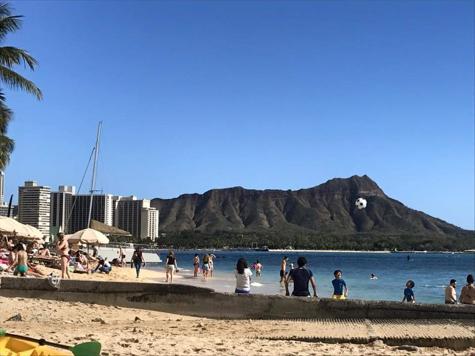 Planning a trip to Hawaii? Here are som of the Best Beaches in Oahu, Hawaii! #Hawaii #Oahu #hawaiibeaches #oahubeaches #Hawaiianvacation #beachvacation #Waikiki #Waikikibeach #diamondhead