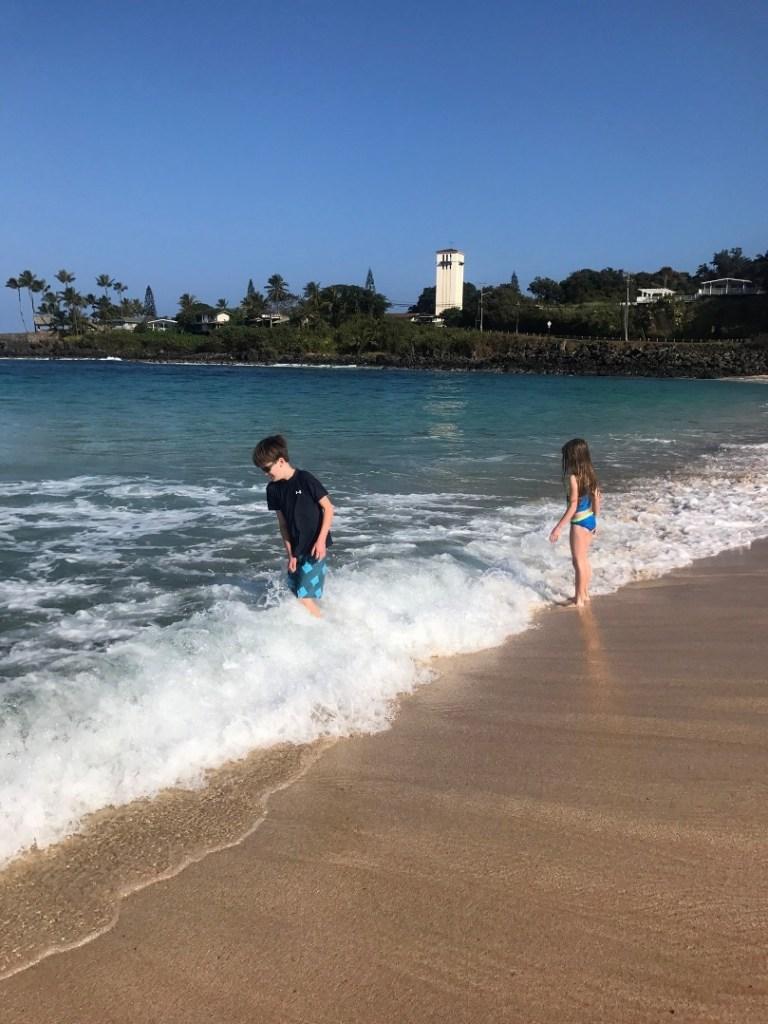 Planning a trip to Hawaii? Here are som of the Best Beaches in Oahu, Hawaii! #Hawaii #Oahu #hawaiibeaches #oahubeaches #Hawaiianvacation #beachvacation #Waimea #WaimeaBay #waimeabeach