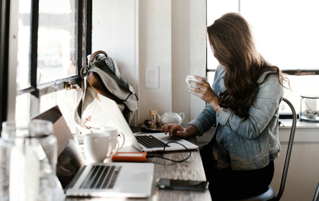 Want to start a side hustle, but don't have thousands to invest? Don't worry, here are the Best Businesses to Start with Little Money #mompreneur #entrepreneur #sidehustle #sidejob #sidebusiness #financialfreedom #wahm #sahm #workfromhome #workonline #ecommerce