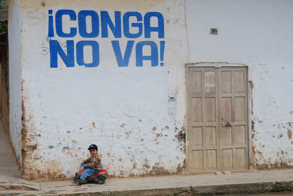 A mural in the town of Celendin opposing the proposed Conga mine. Many people believe dams like Chadin 2 and Rio Grande 1 and 2 are intended to supply electricity to mines such as Conga. Credit: David Hill