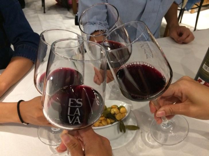 セビリアのバルエスラバのワイン